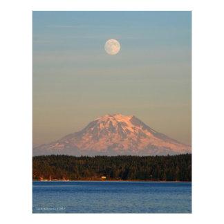 El Monte Rainier con la Luna Llena Fotografía