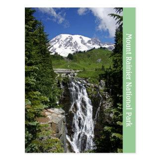 El Monte Rainier con la postal de la cascada