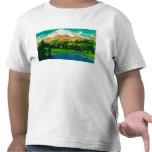 El Monte Rainier del lago Tipsoo en el paso de Camisetas