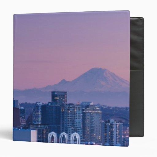 """El Monte Rainier en el fondo Carpeta 1 1/2"""""""