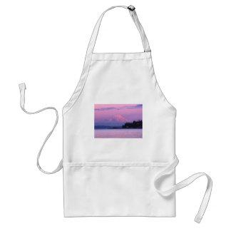 El Monte Rainier en la puesta del sol, estado de W Delantal