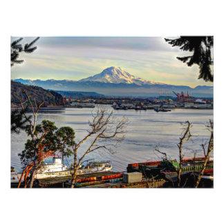 El Monte Rainier pasa por alto el puerto de Tacoma
