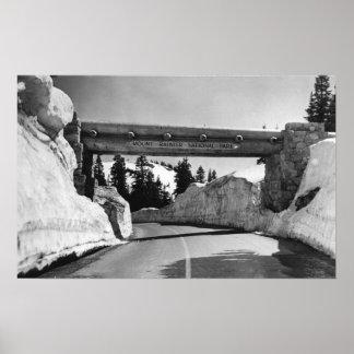 El Monte Rainier paso de Naches de la cumbre del Posters