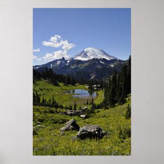 El Monte Rainier Poster