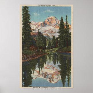 El Monte Rainier, WA - lago mirror con Mt. Reflect Póster