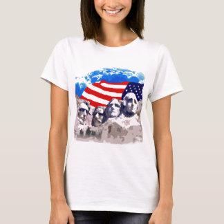 El monte Rushmore con la bandera americana Playera