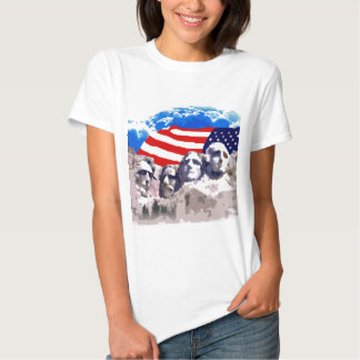 El monte Rushmore con la bandera americana Remera