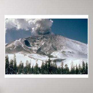 El Monte Saint Helens - Pre-Erupción Póster