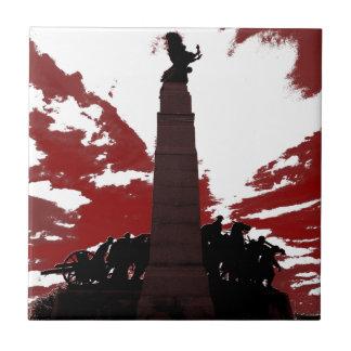 El monumento de guerra nacional azulejo cuadrado pequeño