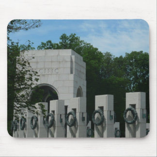 El monumento de la Segunda Guerra Mundial Tapetes De Raton