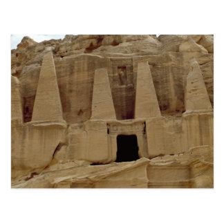 El monumento de las pirámides postales