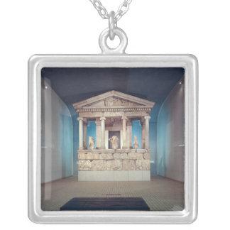 El monumento de Nereida, Xanthos, c.390-380 A.C. Collar Plateado