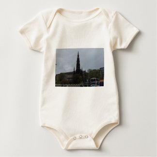 El monumento gótico de Scott en Edimburgo Body Para Bebé