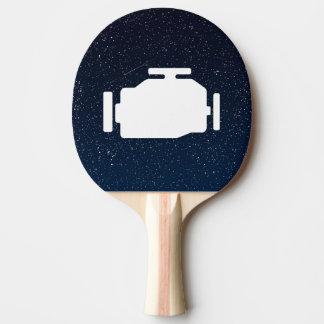 El motor viaja en automóvili símbolo pala de tenis de mesa