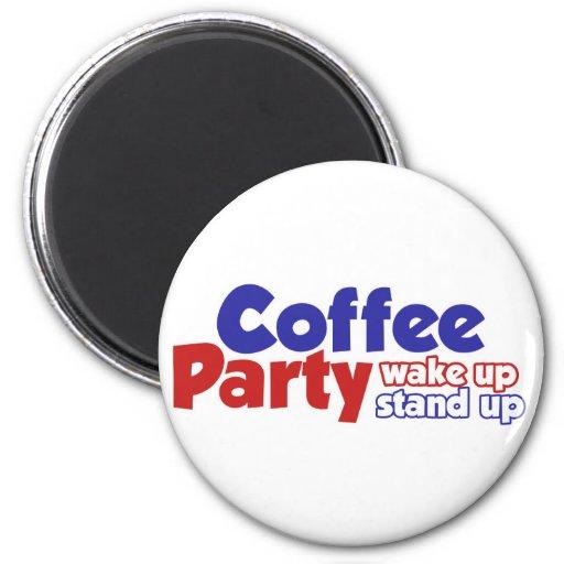 El movimiento del fiesta del café despierta se lev imán redondo 5 cm