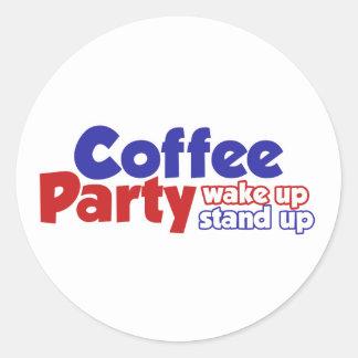 El movimiento del fiesta del café despierta se pegatina redonda