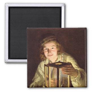 El mozo de cuadra joven con una lámpara estable, 1 imán cuadrado