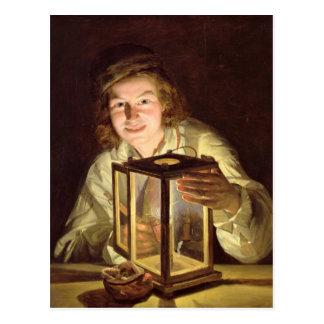 El mozo de cuadra joven con una lámpara estable, postal