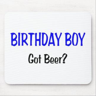 El muchacho del cumpleaños consiguió el azul de la tapetes de raton