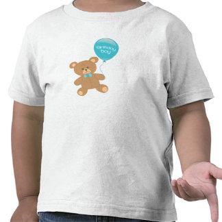 El muchacho del cumpleaños embroma la camiseta