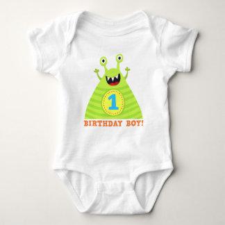 El muchacho del cumpleaños los monstruos mameluco de bebé