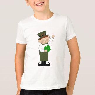 el muchacho del leprechaun embroma la camiseta