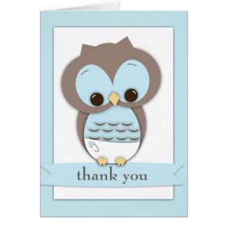 El muchacho dulce del búho del bebé le agradece ca tarjeta pequeña