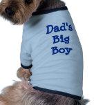 El muchacho grande del papá camisas de perritos