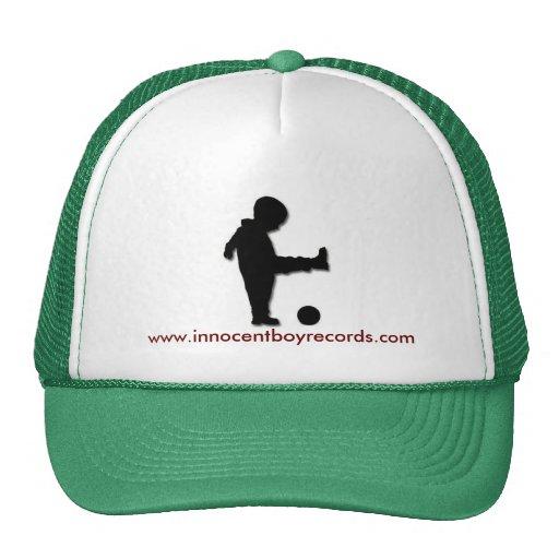 El muchacho inocente registra el gorra w/writing d