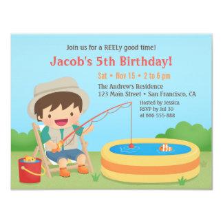"""El muchacho lindo ama el pescar de invitaciones de invitación 4.25"""" x 5.5"""""""