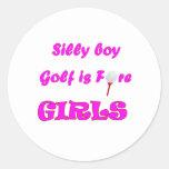 El muchacho tonto, golf es muchachas delanteras pegatina redonda