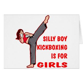 El muchacho tonto Kickboxing está para los chicas Felicitaciones