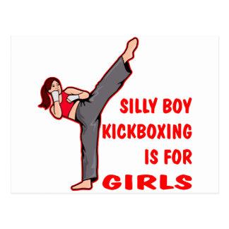 El muchacho tonto Kickboxing está para los chicas Tarjeta Postal