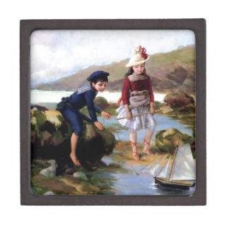 El muchacho y el chica que juegan con la vela del  caja de recuerdo de calidad