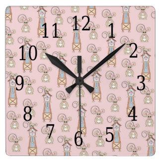 El muelle de Dickory de la nuez dura embroma el Reloj Cuadrado