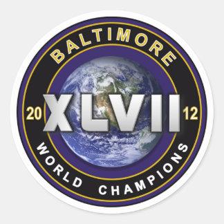 El mundo de Baltimore XLVII defiende al pegatina