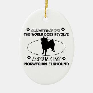 El mundo gira alrededor de mi elkhound noruego adorno ovalado de cerámica