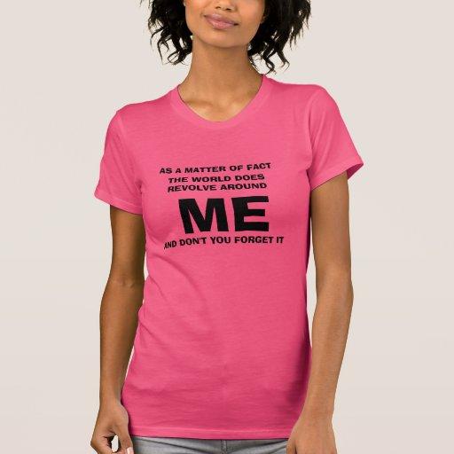 El mundo gira alrededor de mí tshirts