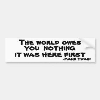 El mundo no le debe nada - Mark Twain Pegatina Para Auto