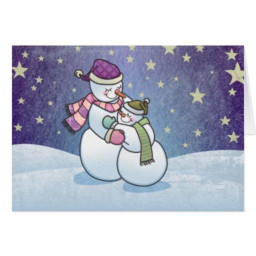 El muñeco de nieve abraza la tarjeta de felicitaci