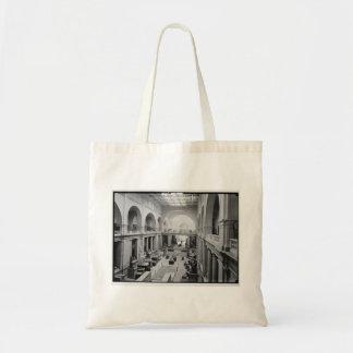El museo egipcio (interior) circa 1934 bolsas de mano