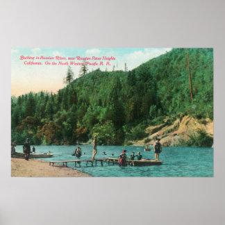 El nadar cerca del muelle en el río ruso posters