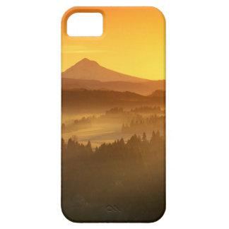 El naranja de la salida del sol colorea la niebla iPhone 5 carcasa