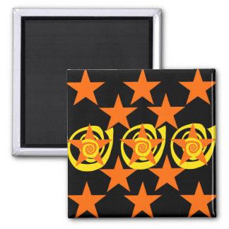 El naranja enrrollado y el negro protagoniza el mo iman para frigorífico