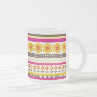 El naranja púrpura colorido florece las fronteras  tazas de café