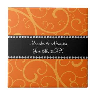 El naranja remolina los favores del boda azulejo cuadrado pequeño