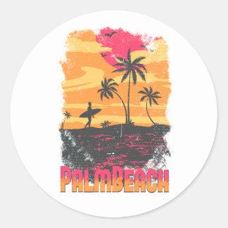 El naranja rosado de las palmeras de la persona pegatina redonda