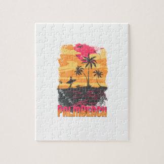 El naranja rosado de las palmeras de la persona qu puzzle