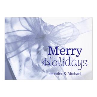 """El navidad adorna encima del regalo envuelto invitación 5"""" x 7"""""""