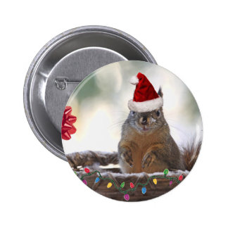 El navidad atesora en cesta con nieve pin redondo de 2 pulgadas